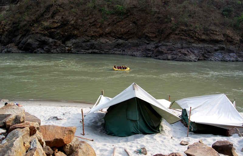 इन 11 बेहतरीन जगहों पर नदी किनारे करो कैंपिंग, रहने का खर्च भी बिल्कुल बजट में!