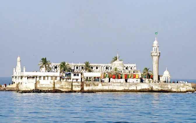 1499450485 haji ali dargah - 5 Tempat Wisata di Mumbai Sering Dijadian Lookasi Shooting Film