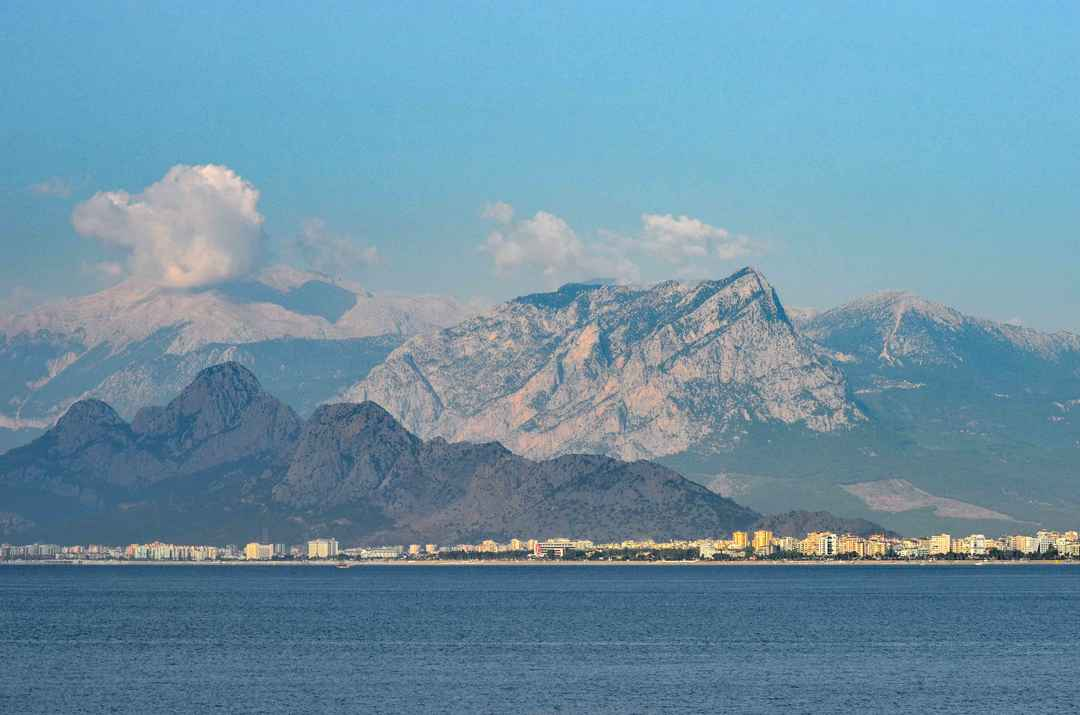 Top 5 Budget Beach Honeymoon Destinations in the World