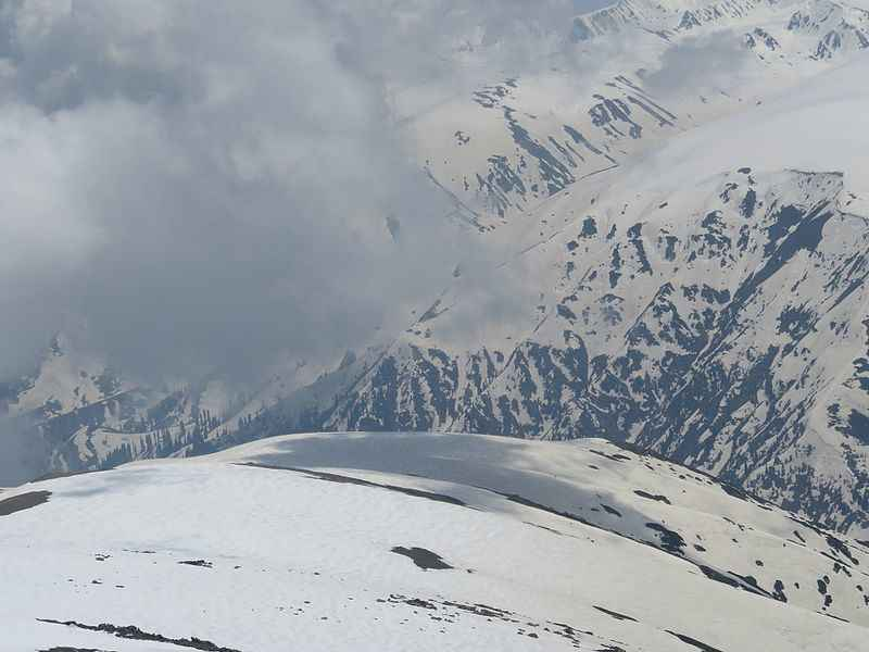 Why Should You Experience Snowfall in Gulmarg Once in Your Lifetime?