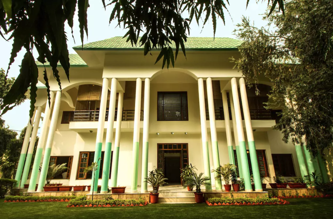 6 Of Delhi's Coolest Farmhouses Where You Can Host The Most Epic House Parties