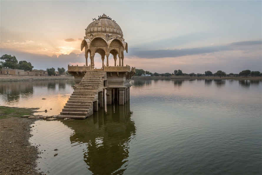 Gadisar Lake – A major attractive tourist hotspot at Jaisalmer