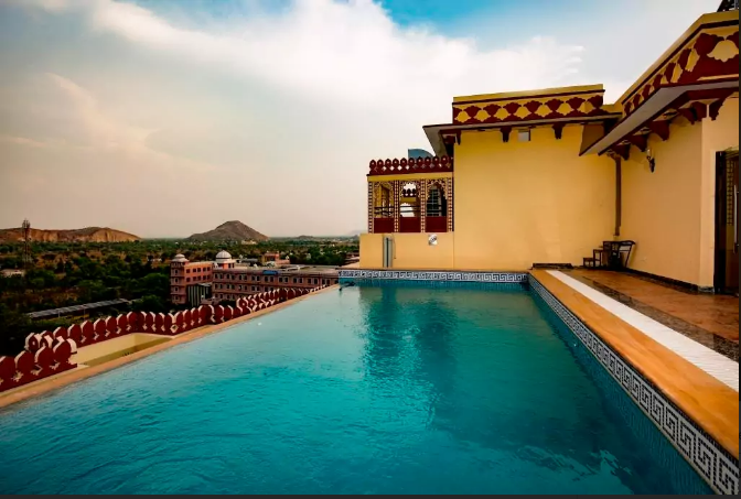 10 Palace Like Airbnbs Where You Can Chill By The Pool