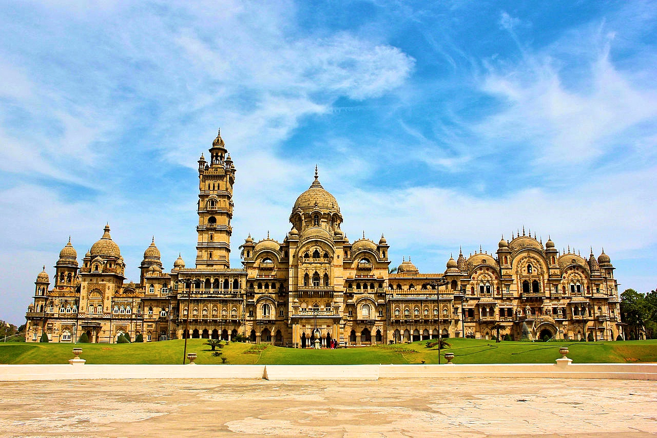 Four Times The Size Of Buckingham Palace, This Indian Palace Needs Your Attention