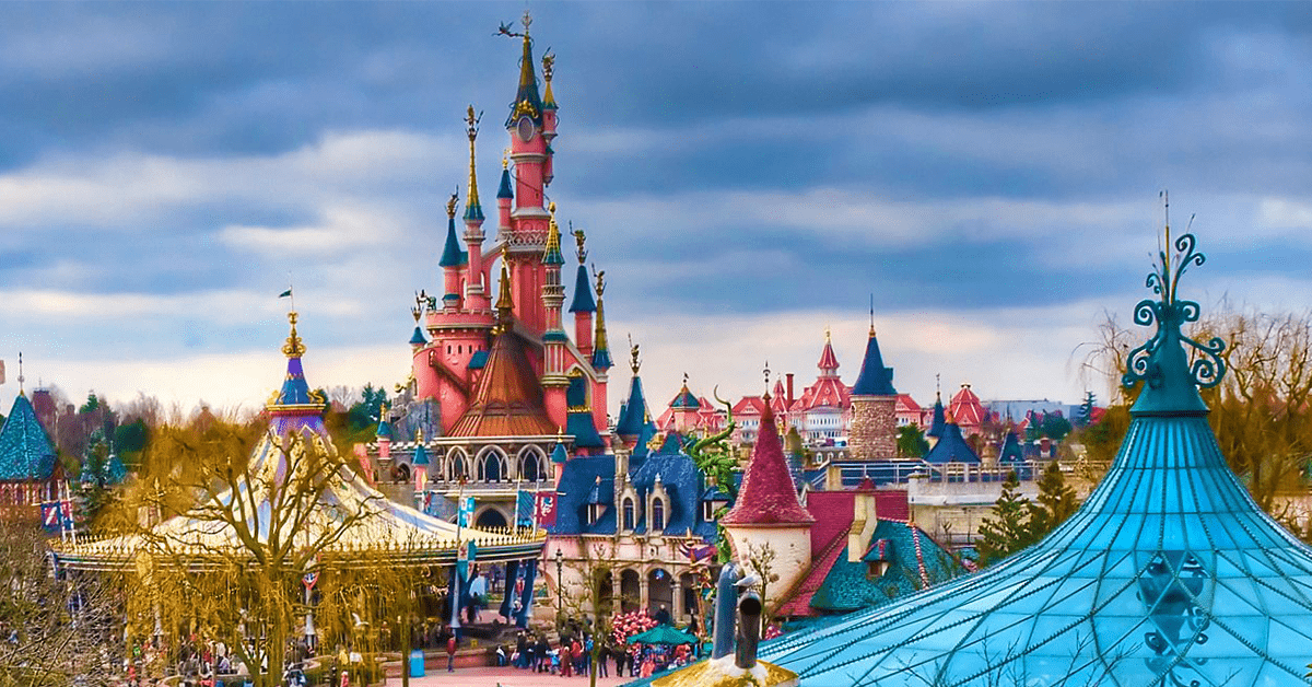 Planning To Visit Disneyland Paris With Your Family? Here's What You Shouldn't Miss!