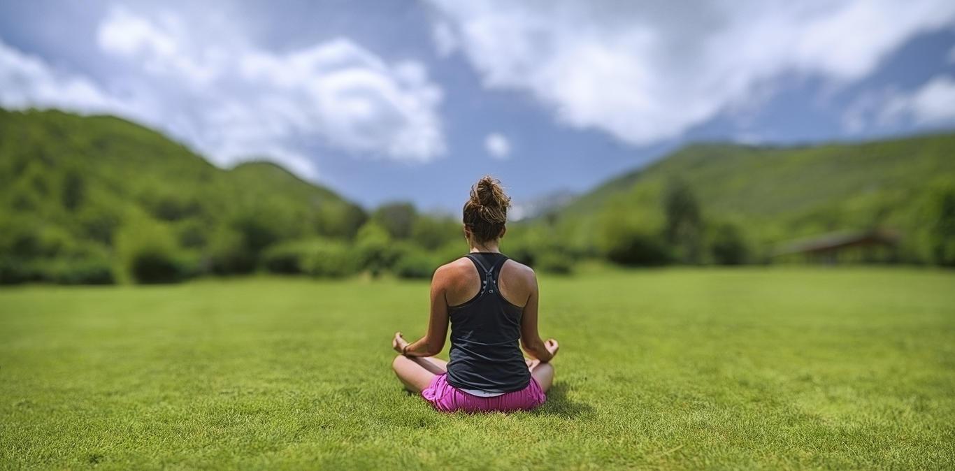 8 Best Yoga Retreats In India For a Spiritual Escape