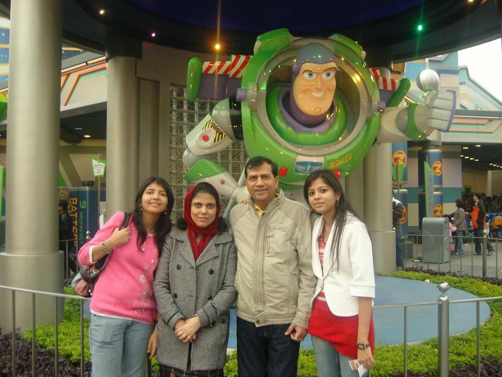 Plan Your Vacations to Disney Land, Hong-Kong