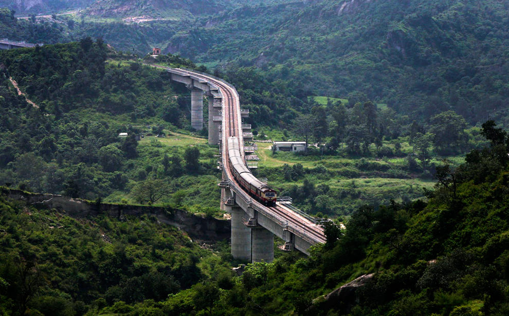Photo of 8 Mesmerizing Train Journeys in India That Will Leave You Spellbound 4/8 by Disha Kapkoti